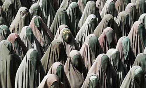 sea-of-burka-clad-women